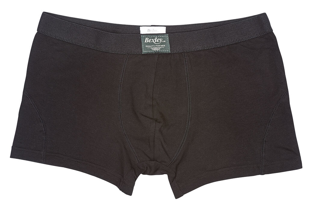 Elliot Black with black waistband